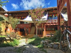 Discount Shangri-La Moon Palace Tibetan Ancient Courtyard Inn