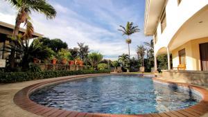 La Riviera Hotel