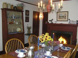 Riverwind Inn Bed and Breakfast - Accommodation - Deep River