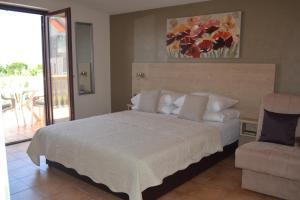 Studio Apartments & Rooms Kustura