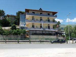 Qiqi Hotel