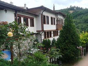 Manoleva House