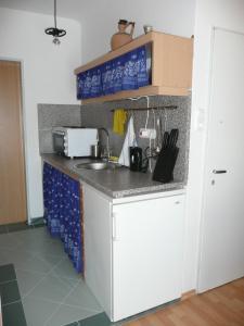 Márta Villa, Apartments  Balatonszemes - big - 17