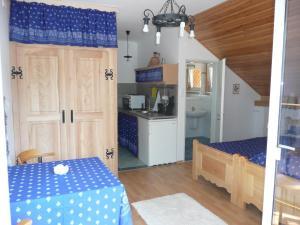 Márta Villa, Apartments  Balatonszemes - big - 16
