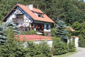 Dom Kaszubski nad jeziorem