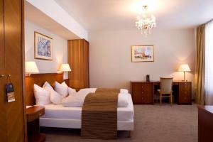 ROSS Hotel