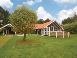 Five Bedroom Holiday Home in Grenaa