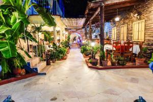 BR& Hostal Restaurante Tropical Caribe