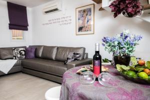 Ein bild von Nuriel Fruit & Guest House