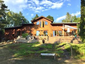 Wonderful wodden house at a lake & close to Stockholm archipelago
