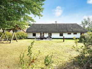 Four Bedroom Holiday home in Bryrup
