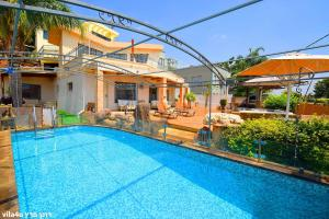 Heart of the Mountain Villa with Jaccuzzi & Pool