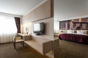 City Hotel - фото 21