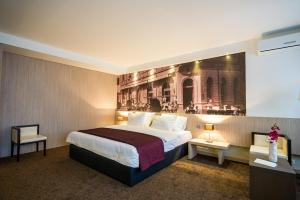 City Hotel - фото 22