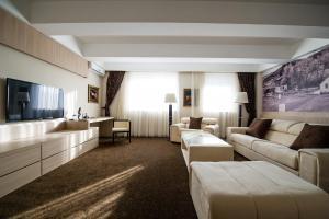 City Hotel - фото 24