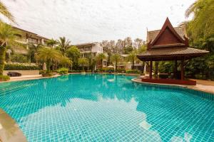 Pearl of Naithon Apartment AF02 by Alexanders