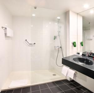Standard Double or Twin Room - Shower Hotel Park Inn by Radisson Brussels Midi