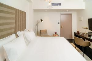 A Picture of Lear Sense Hotel