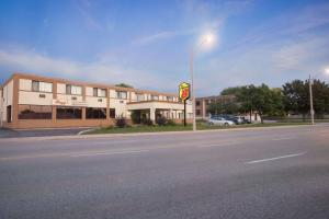 Super 8 by Wyndham Sarnia ON