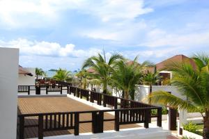 The Oriental Beach Pool Villa & Village