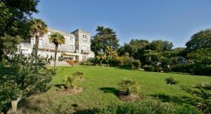 QUALYS-HOTEL Le Chateau Du Pelave