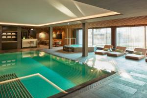 Swimmingpool Hard Rock Hotel Davos
