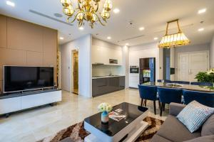 CBD Luxury Apartment with park view, free Pool & Gym