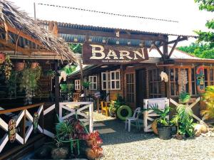 d'Backpackers' Barn