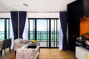 The Loft Seaside Sriracha Hotel