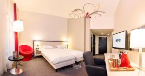 Standard Double or Twin Room - Guestroom Hotel Park Inn by Radisson Brussels Midi