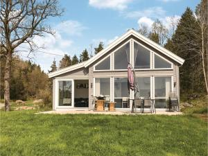 Three Bedroom Holiday Home in Lillesand