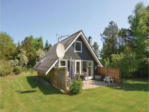 Four Bedroom Holiday home with a Fireplace in Roslev