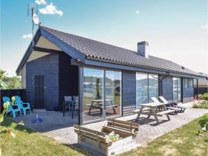Three Bedroom Holiday home with a Fireplace in Ejstrupholm
