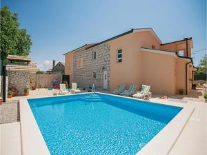 Ein bild von Four Bedroom Holiday Home in Zmijavci