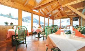 Ski in Ski out Hotel Unterellmau, Отели  Залбах - big - 28