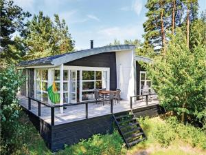 Three Bedroom Holiday home Ebeltoft with a Fireplace 09