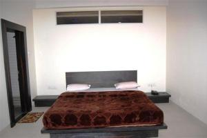 1 BR Boutique stay in Mandleshwar road, Maheshwar (C2A9), by GuestHouser