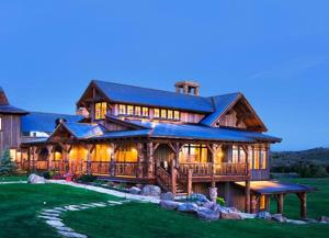 Nearby hotel : The Lodge & Spa at Brush Creek Ranch