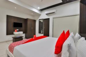 A Picture of OYO 15914 Hotel Kruti