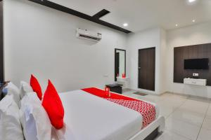 A Picture of OYO 15914 Hotel Kruti