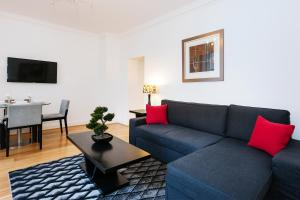 Large 2 Bed with Private Garden in Center of London