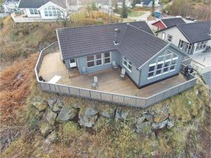 Four Bedroom Holiday Home in Auklandshamn