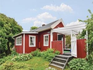 Two Bedroom Holiday Home in Kyrkesund