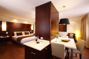 雷纳伊莎贝尔酒店  (Hotel Reina Isabel)