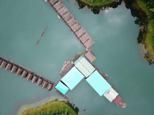 Praiwan Raft House