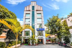 FabHotel Lakme Executive FC Road