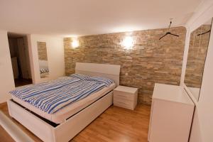 10 House 2.0(Budapest)