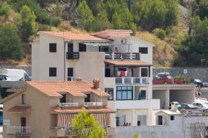 Ella Apartments