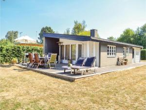 Three Bedroom Holiday Home in Dronningmolle