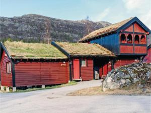 Three Bedroom Holiday Home in Hovden